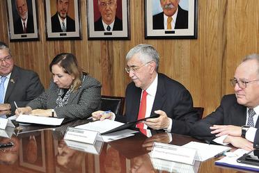 Dra. Laura María Díaz Guzmán, Dr. Manuel Sergio Martínez Martínez, Dr. Onofre Muñoz Hernández y él Dr. Miguel Ángel Lezana Fernández, en la firma de convenio de la ADM y CONAMED.