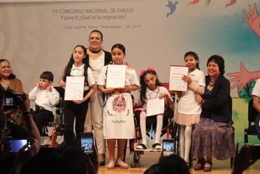Titular del SNDIF premió a ganadores