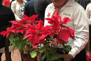 El Mtro. Faustino García, uno de los principales investigadores de la flor mexicana