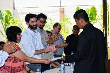 Estudiantes que forman parte de la Banda Sinfónica Juvenil de San Felipe Otlaltepec reciben Beca de Educación Media Superior Benito Juárez.