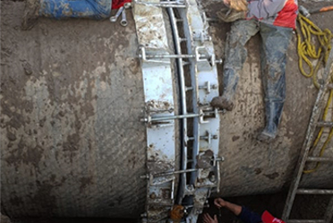 Fotografía de la reparación de una fuga en el ramal Teoloyucan.
