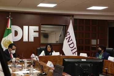 María del Rocío García Pérez, titular del SNDIF, presidió la reunión.