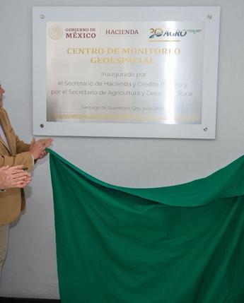 Los Secretarios de Hacienda, Arturo Herrera y de Agricultura, Víctor Manuel Villalobos, inauguraron el Centro de Monitoreo Geoespacial.