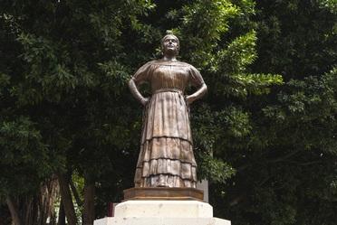 Estatua de Leona Vicario forjada en bronce