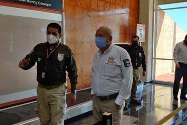 El comisionado, Francisco Garduño Yáñez recorrió el Aeropuerto Internacional y visitó la Oficina de Representación en Campeche.