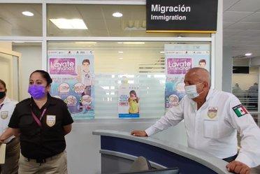 Visita del Comisionado del INM al Aeropuerto de Chetumal y puntos de internación de Chactemal y Subteniente López en Quintana Roo.
