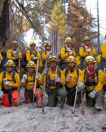 101 combatientes mexicanos apoyan en el control de los incendios forestales en California, EUA - Fotos del US Forest Service