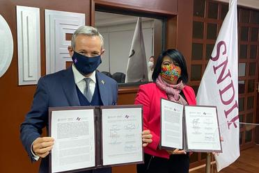 SNDIF-INSP firman convenio de colaboración para fortalecer las acciones de orientación alimentaria y nutricional.