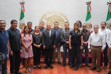 El comisionado del INM, Francisco Garduño Yáñez, recibió a representantes de la tribu Kikapú