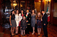 Small con familia en palacio nacional 1 diciembre 2012 8235795685 o