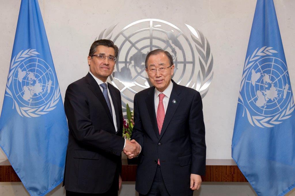 Foto cortes a UNPhoto El Embajador Juan Jos  G mez Camacho presenta cartas credenciales al Secretario General de la ONU  Ban Ki moonjpg