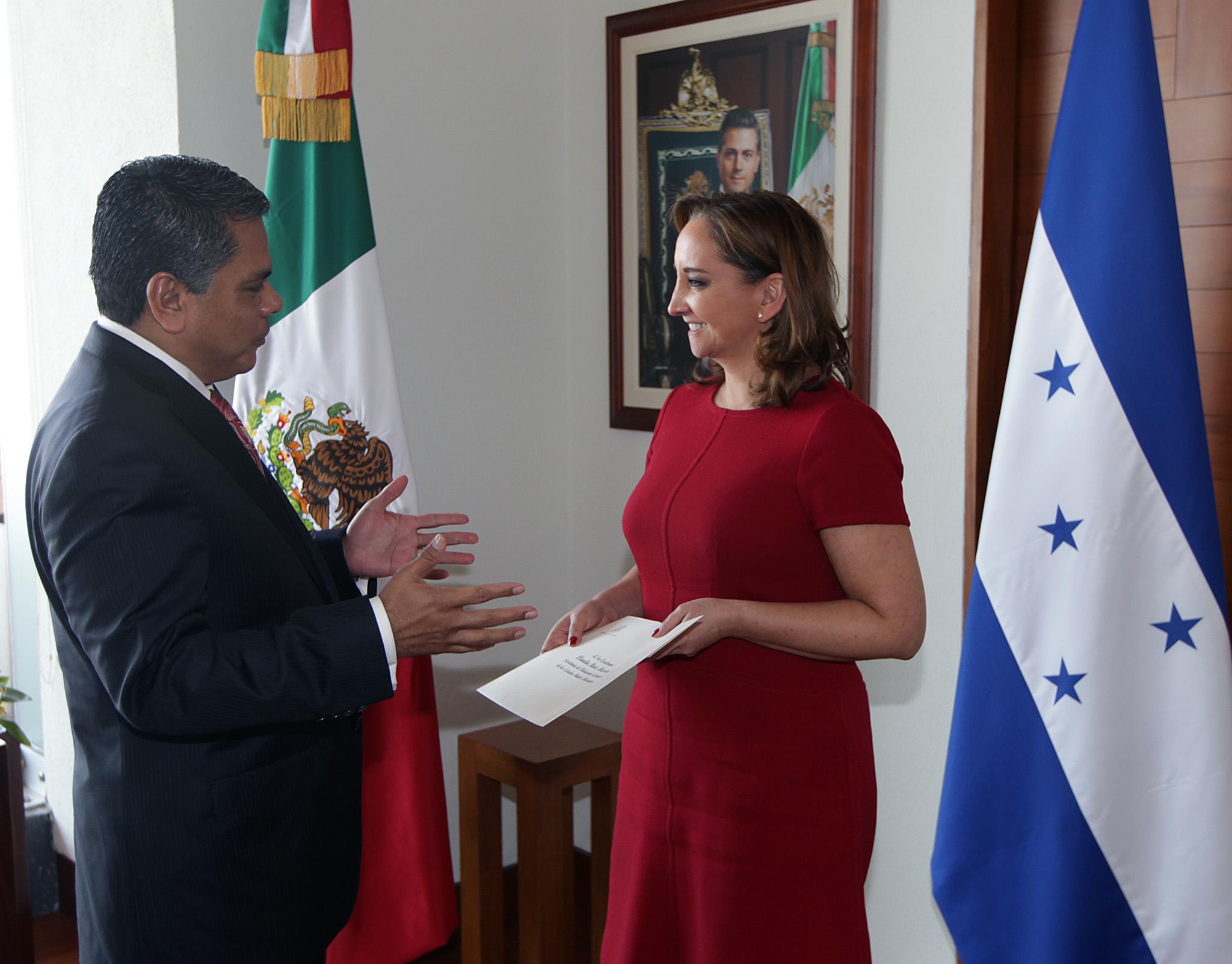 Entrega De Copias De Cartas Credenciales Del Embajador De Honduras En M Xico Alden Rivera