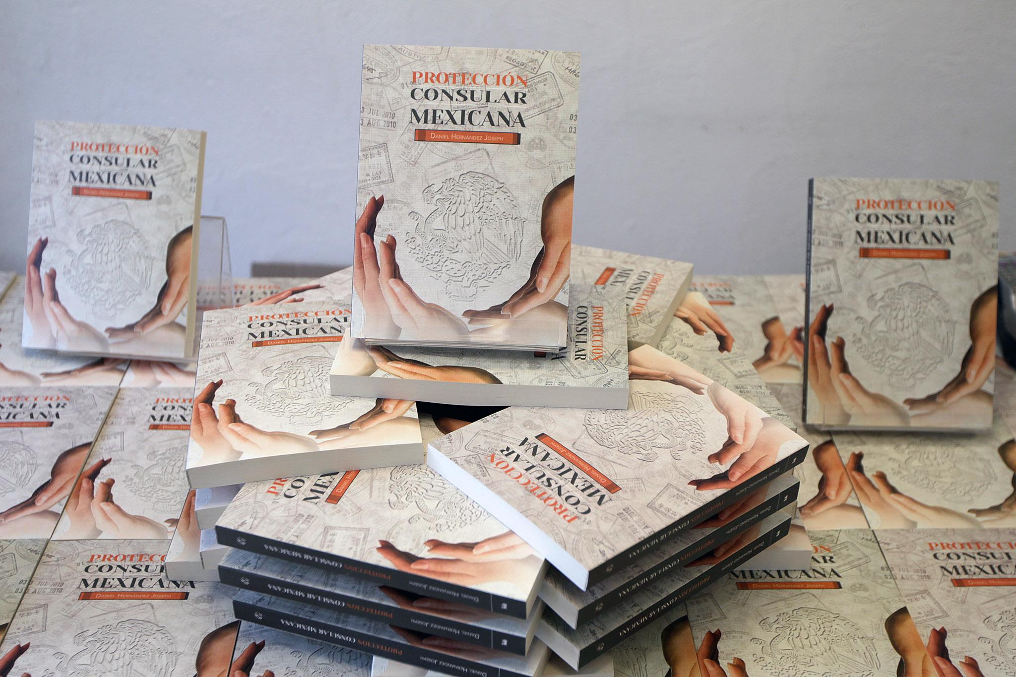 FOTO 2 Libro  Protecci n consular mexicana   del Embajador Daniel Hern ndez Joseph.jpg