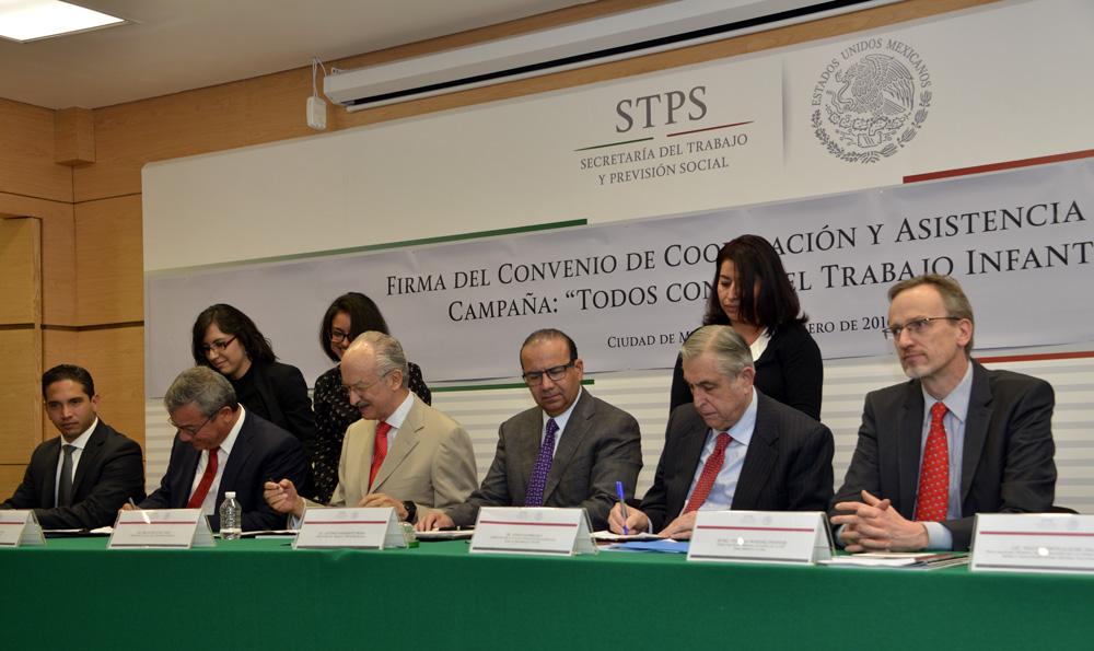 Firma del Convenio de Cooperacion y Asistencia Tecnica de la campa a Mexico sin Trabajo Infantil 3jpg