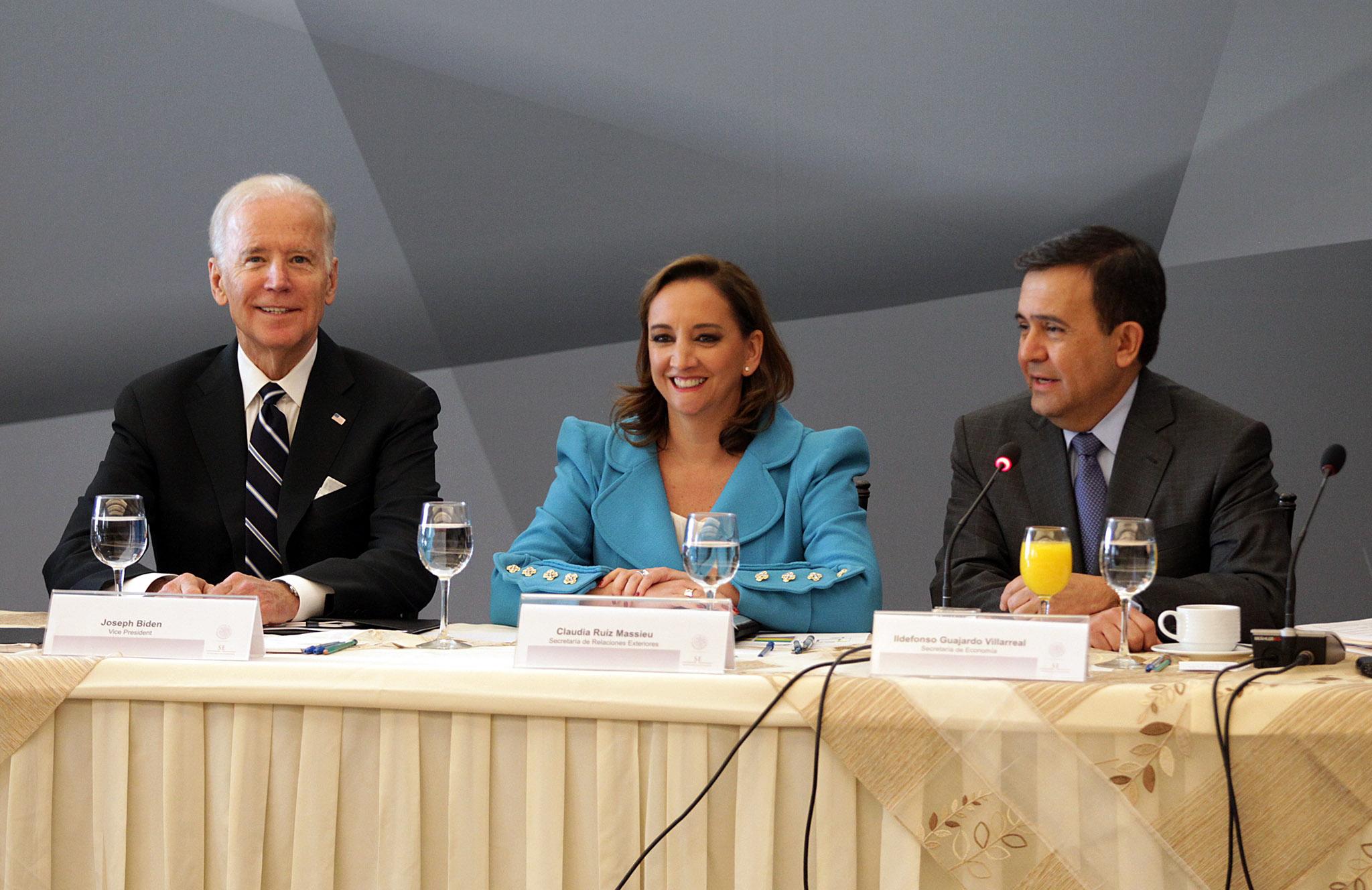 FOTO 2 Vicepresidente  de Estados Unidos  Joseph Biden  Canciller Claudia Ruiz Massieu y el Secretario Ildefonso Guajardojpg