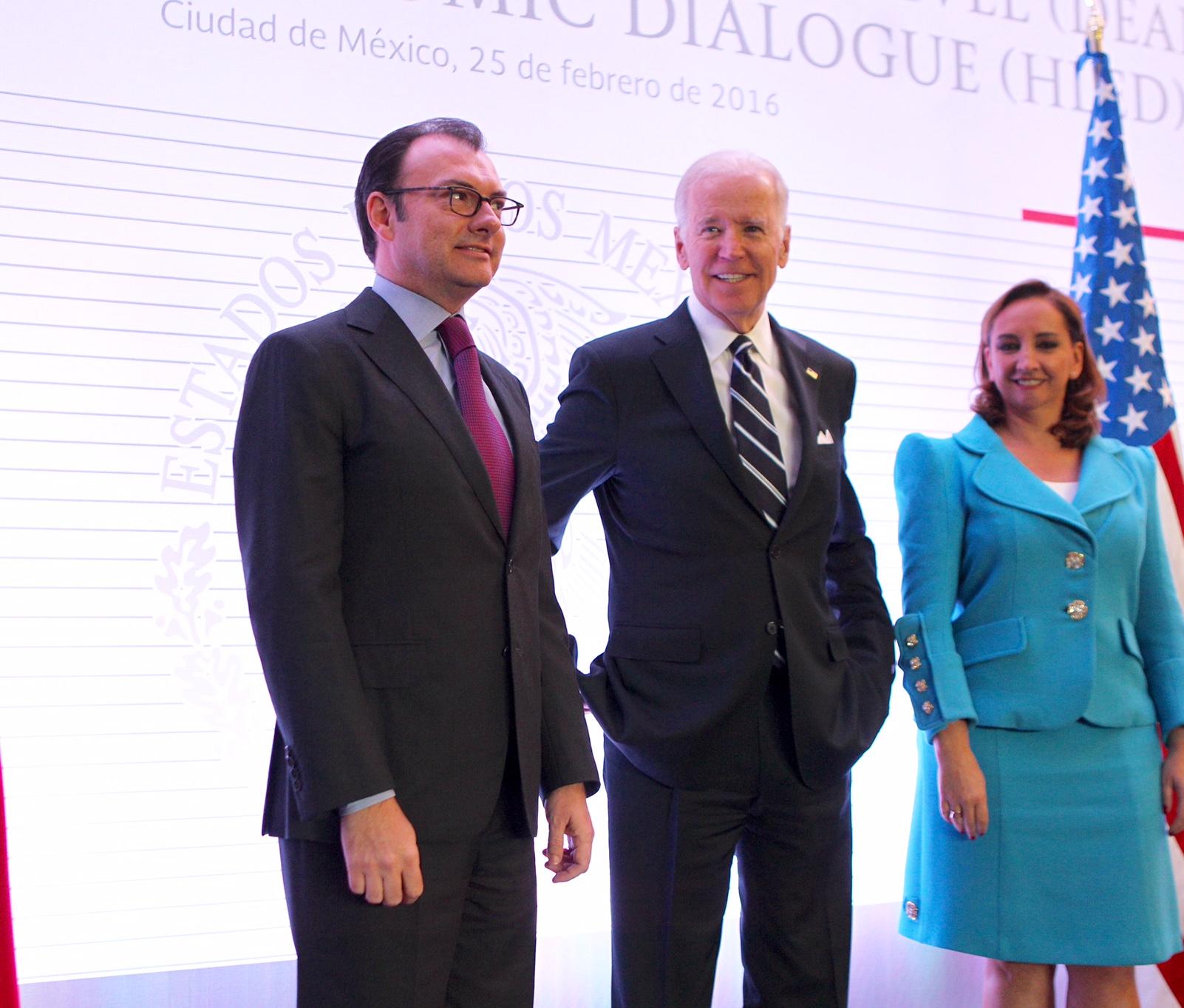 FOTO 3 Secretario Luis Videgaray  Vicepresidente Joseph Biden y la Canciller Claudia Ruiz Massieu en la reuni n del DEANjpg
