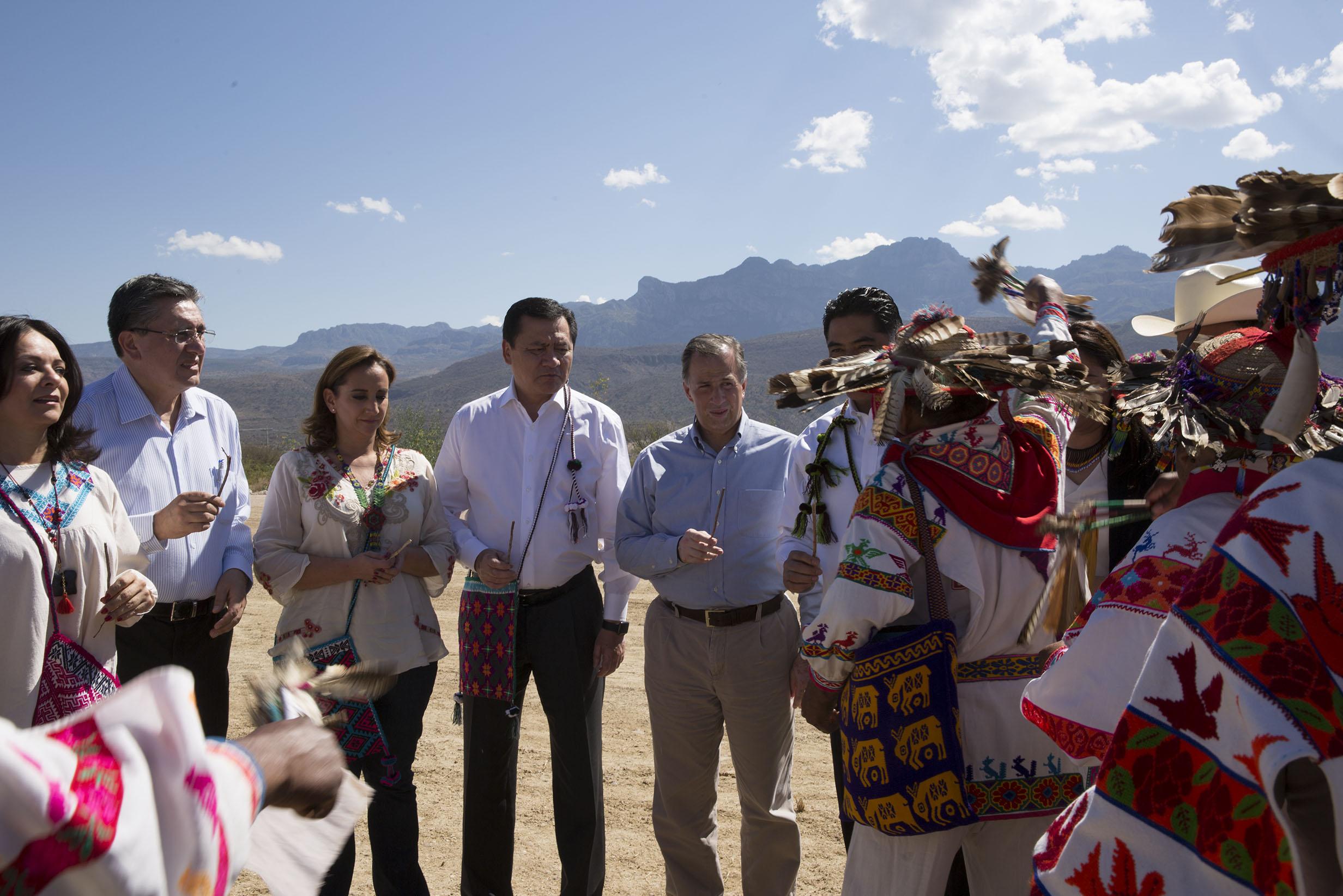 FOTO 2 Canciller Claudia Ruiz Massieu con los Secretarios Miguel  ngel Osorio y Jos  Antonio Meade  y Luis Ra l Gonz lez P rez.jpg