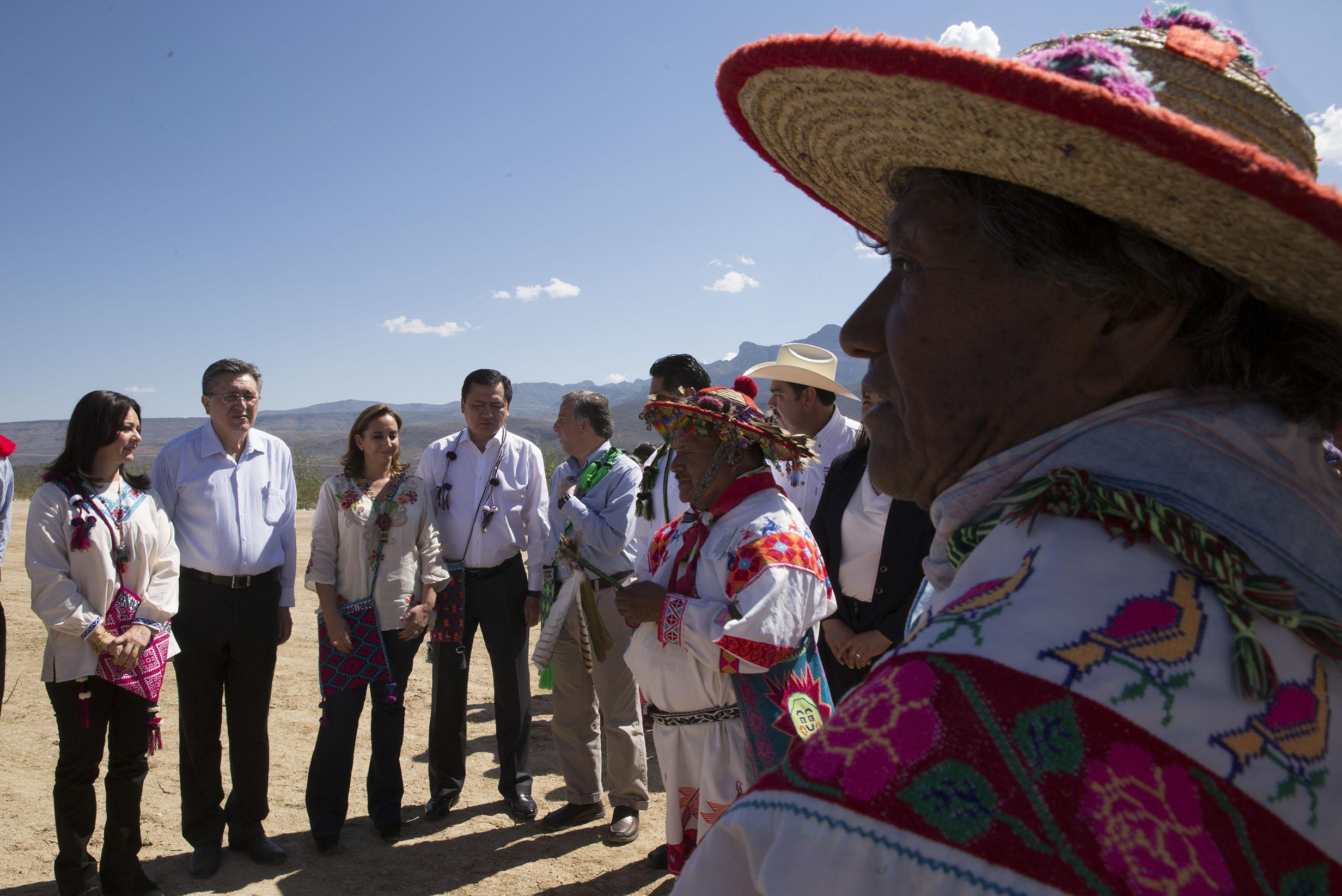 FOTO 3 Canciller Claudia Ruiz Massieu con los Secretarios Miguel  ngel Osorio y Jos  Antonio Meade  y Luis Ra l Gonz lez P rez.jpg