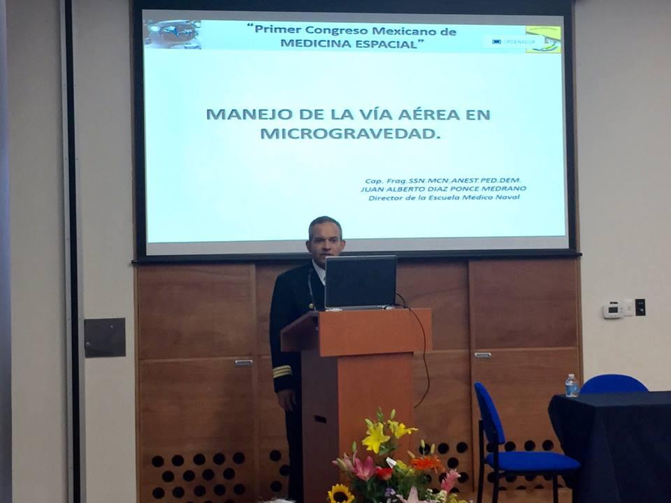 Capitán Juan Diaz Ponce, Director de la Escuela Médico Naval, con el tema Manejo de la Vía Aerea en Microgravedad