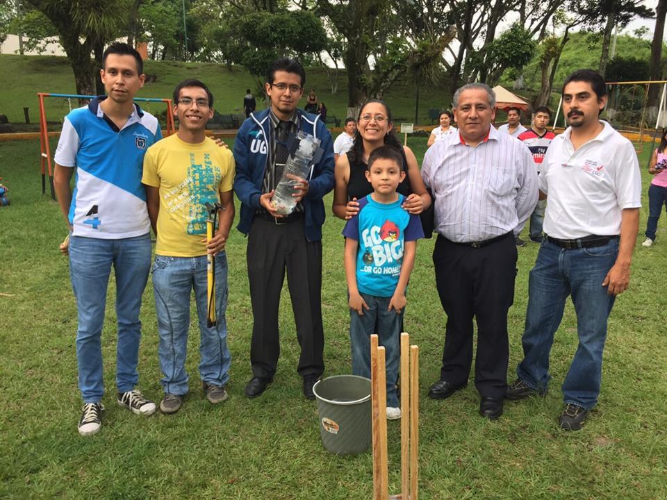 Participantes al Taller de Cohetes Hidropropulsados en la Feria de la Ciencia 2015 — en Córdoba (Veracruz).