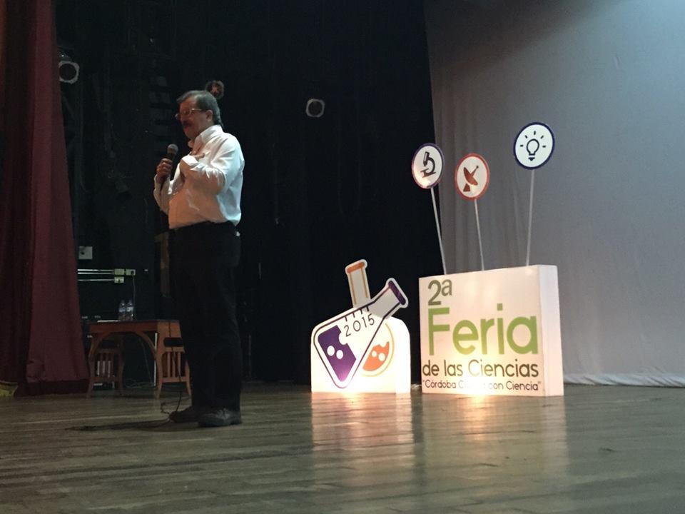 """Conferencia """"Del Sputnik a la Agencia Espacial Mexicana"""" por parte del Director de Divulgación de la Ciencia y Tecnología Espacial, Mario Arreola — en Córdoba (Veracruz)."""