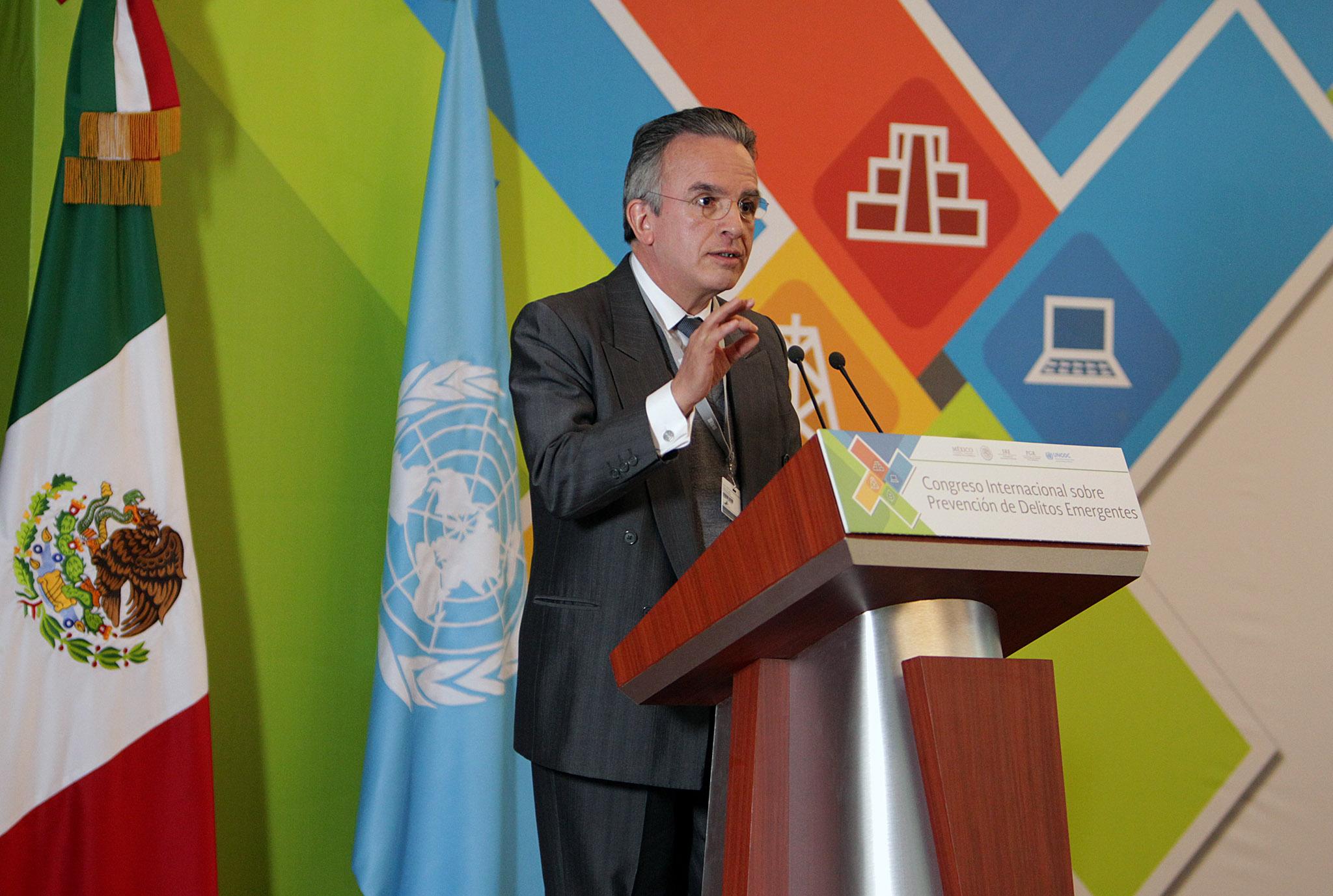 FOTO 1 Subsecretario Miguel Ruiz Caba as en la Clausura Congreso Internacional sobre Prevenci n de Delitos Emergentesjpg