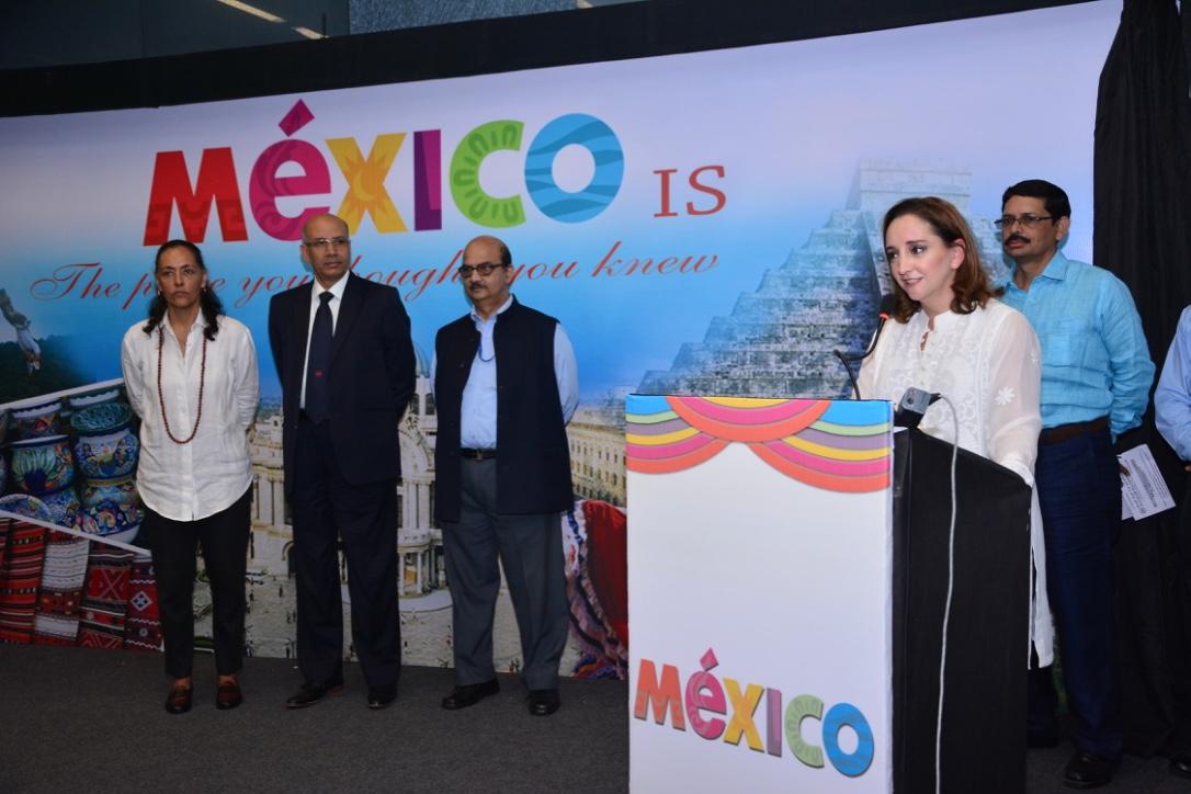 FOTO 3 Inaugaci n de la exposici n fotogr fica  Mexico is   que se exhibe en el metro de la Indiajpg