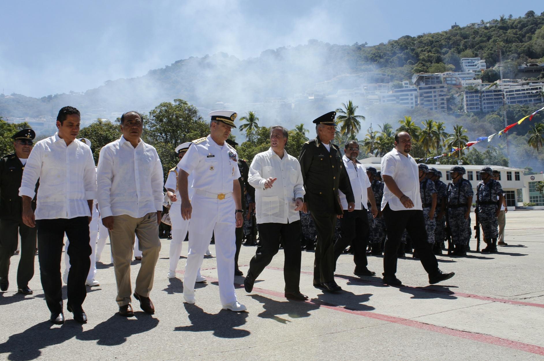 FOTO 1 El secretario Meade acude con la representaci n presidencial a la ceremonia de zarpe del Buque Escuela Cuauht mocjpg