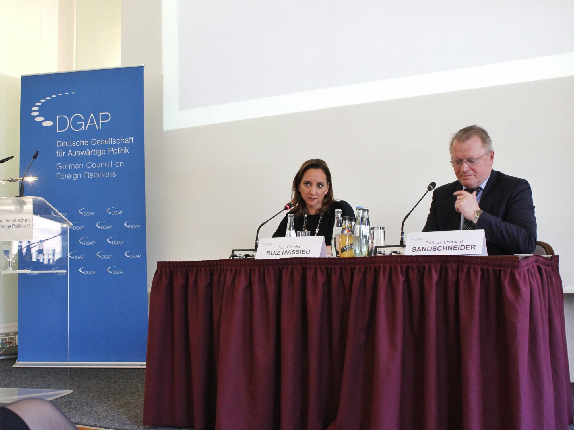 FOTO 2 Cacnciller Claudia Ruiz Massieu ofreci  una conferencia magistral en el Consejo Germano de Relaciones Exteriores.jpg