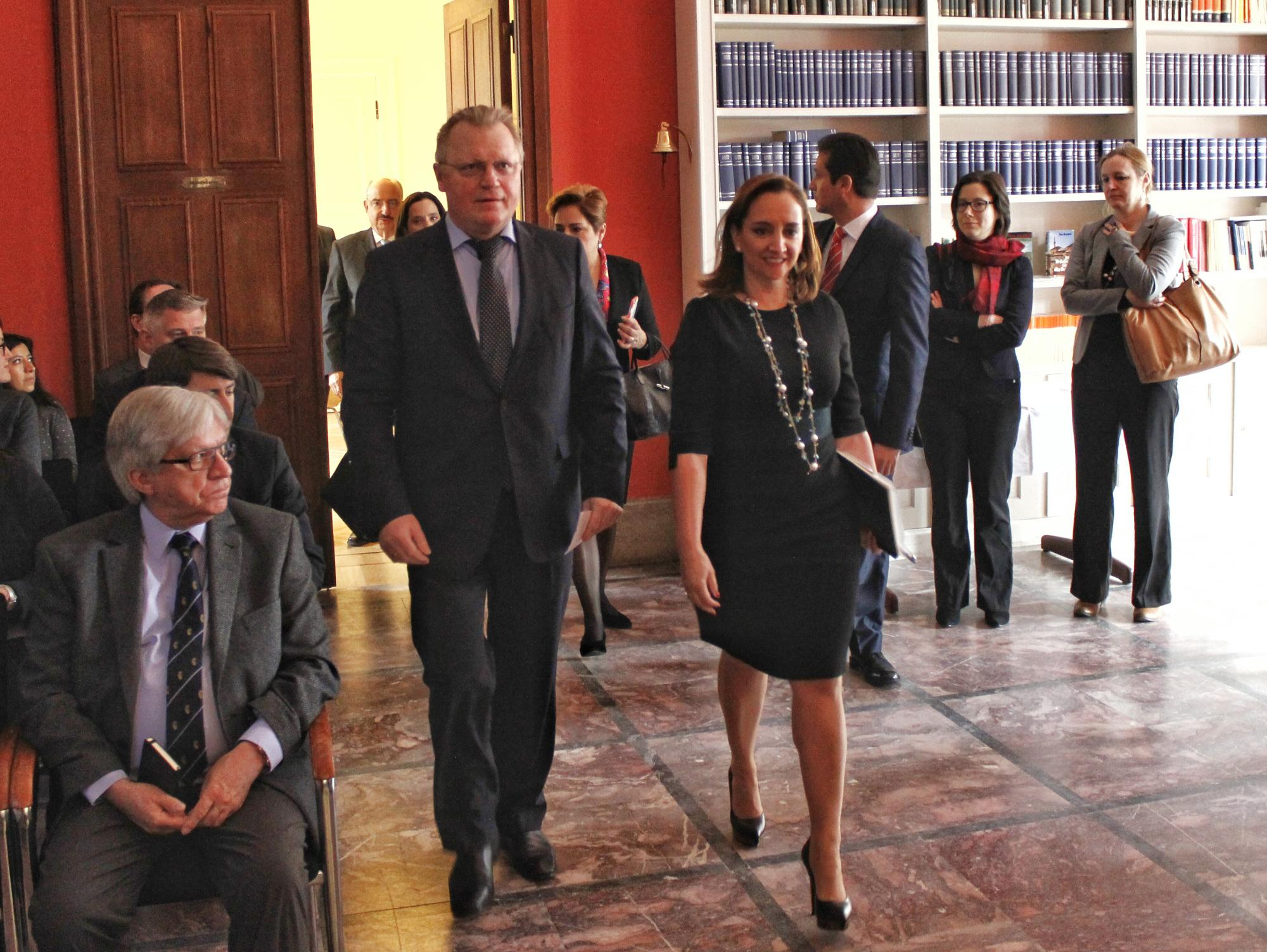 FOTO 1 Cacnciller Claudia Ruiz Massieu ofreci  una conferencia magistral en el Consejo Germano de Relaciones Exteriores.jpg