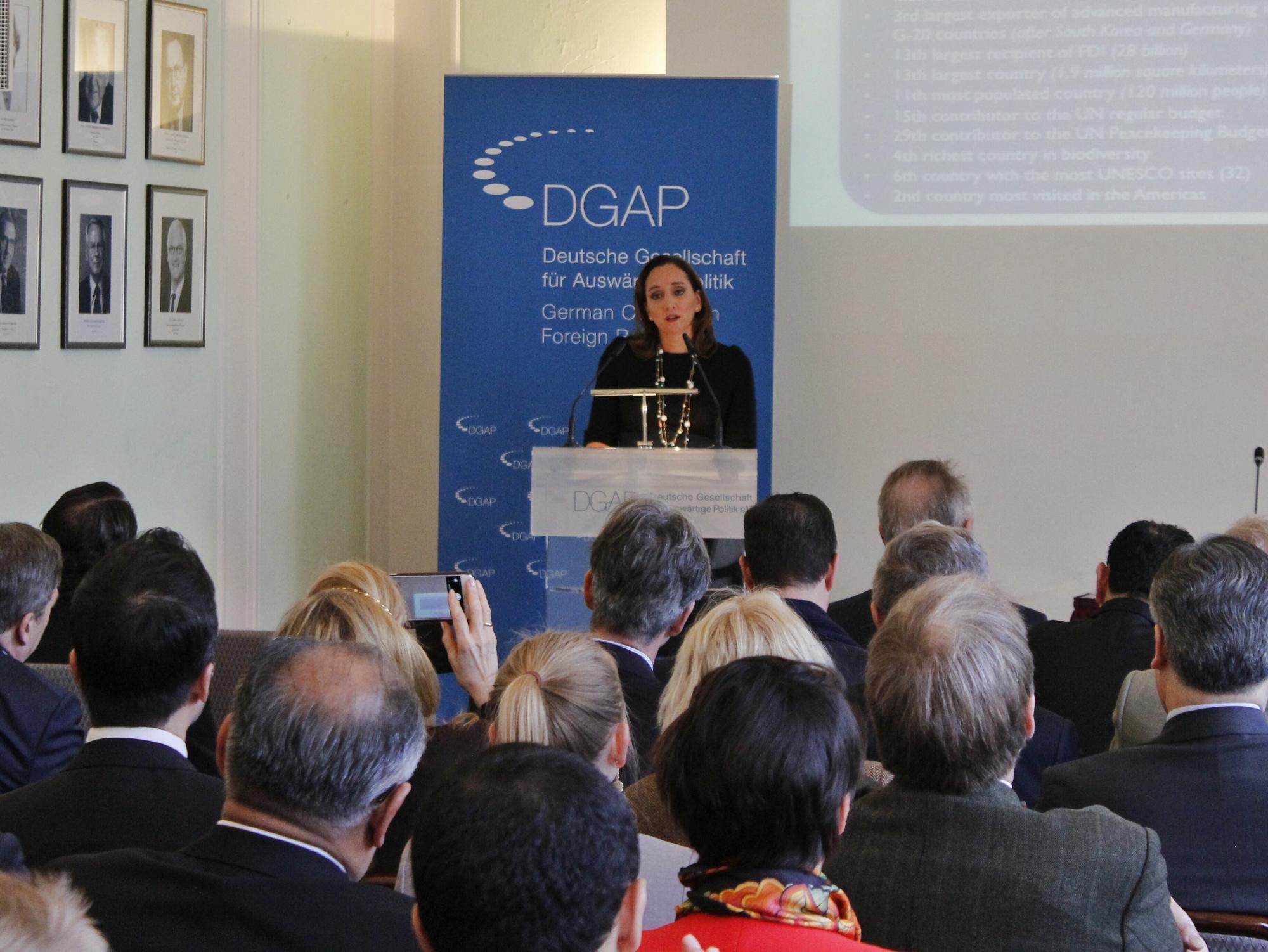 FOTO 4 Cacnciller Claudia Ruiz Massieu ofreci  una conferencia magistral en el Consejo Germano de Relaciones Exteriores.jpg