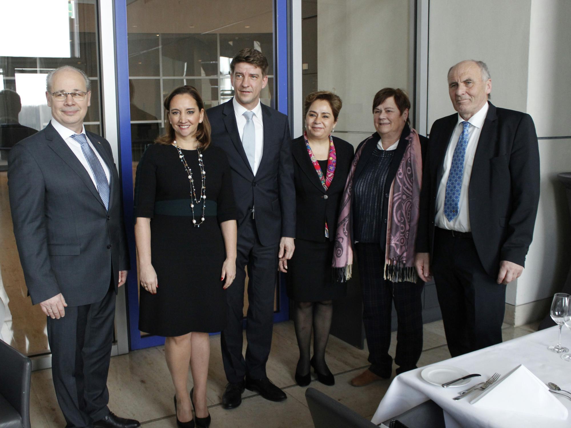 FOTO 6 Canciller Claudia Ruiz Massieu se reuni  con Diputados del Parlamento Federal de Alemania.jpg