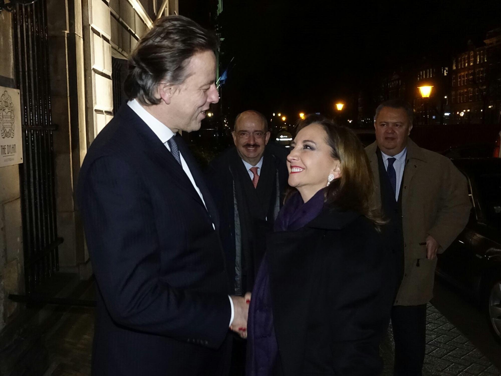 FOTO 1 Canciller  Claudia Ruiz Massieu con el Ministro de Exteriores de Pa ses Bajos  Bert Koendersjpg
