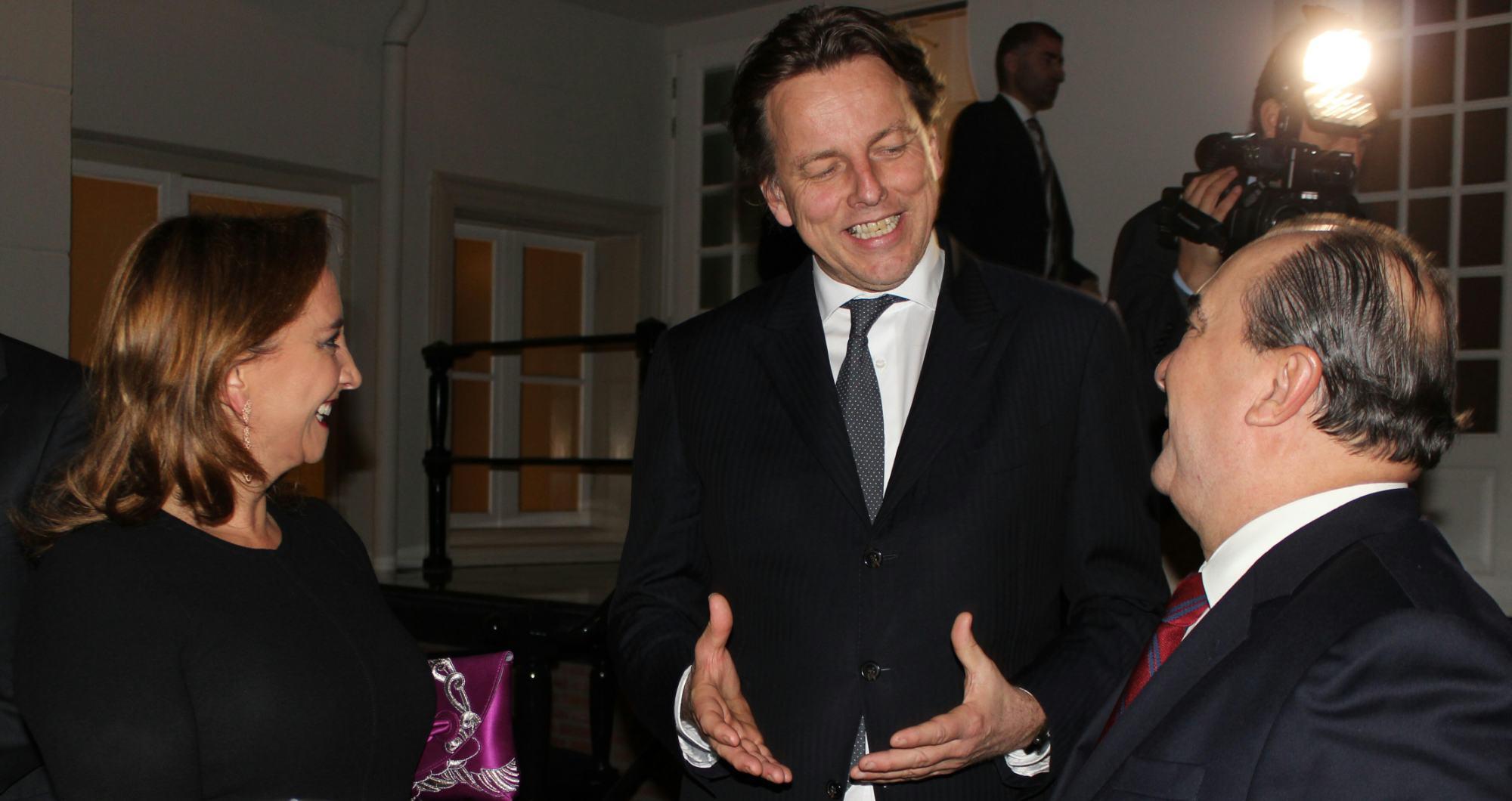 FOTO 3 Canciller  Claudia Ruiz Massieu con el Ministro de Exteriores de Pa ses Bajos  Bert Koenders  y el Embajador Eduardo Ibarrolajpg