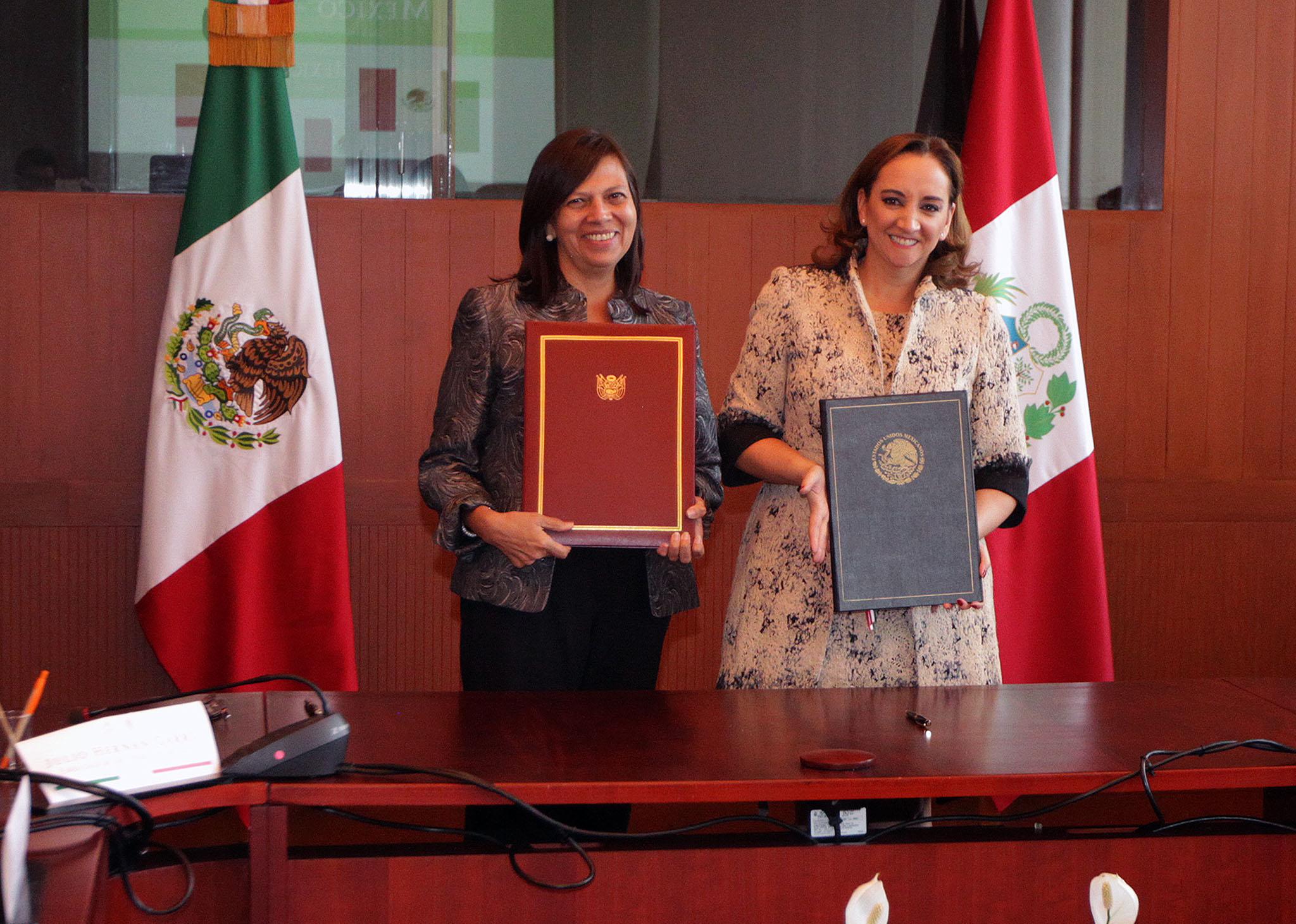 FOTO 3 Canciller Claudia Ruiz Massieu y la Ministra de Relaciones Exteriores del Per   Ana Mar a S nchez Vargasjpg