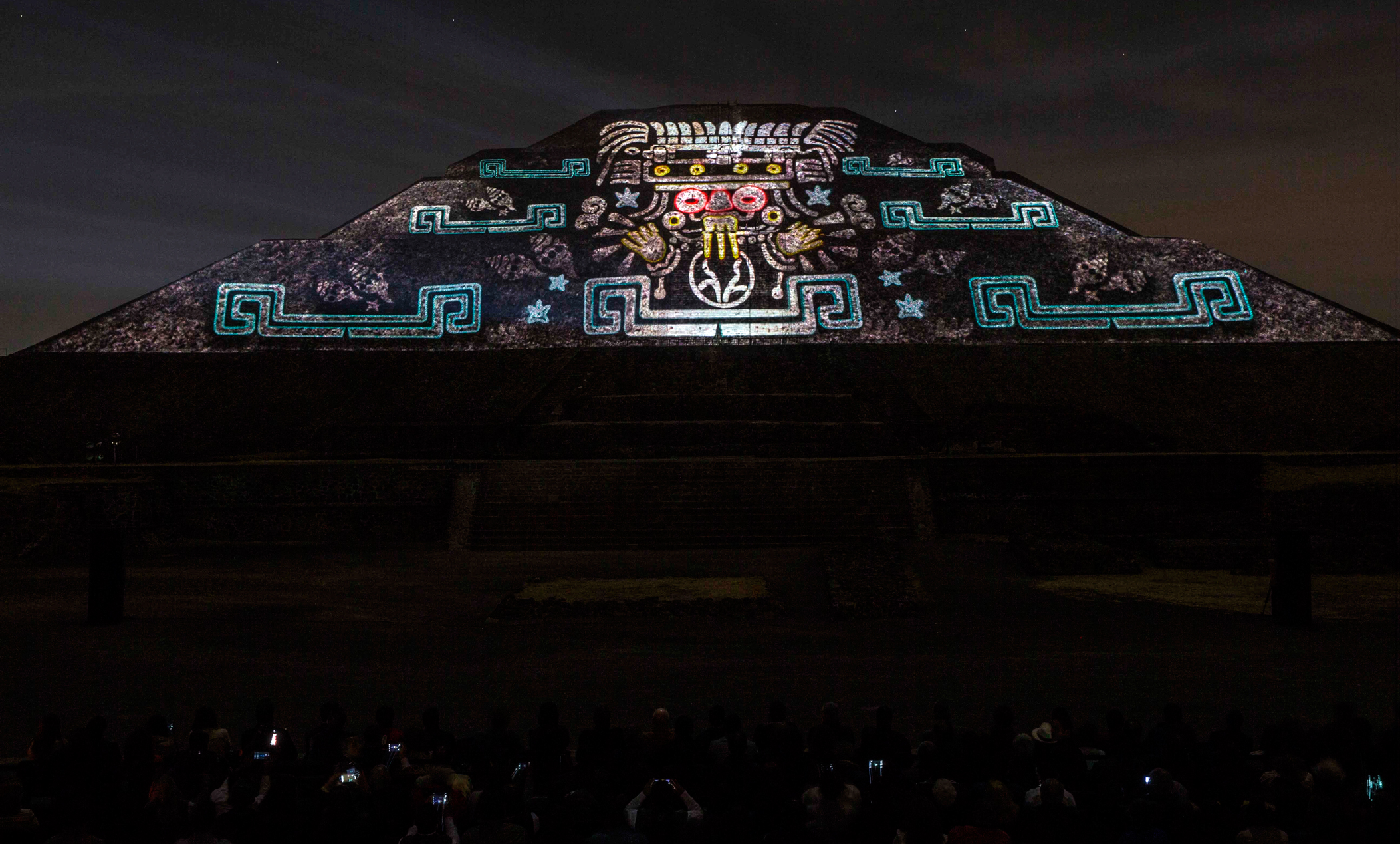 Ya conoces la experiencia nocturna de teotihuac n hello df for Espectaculo de luces teotihuacan 2018