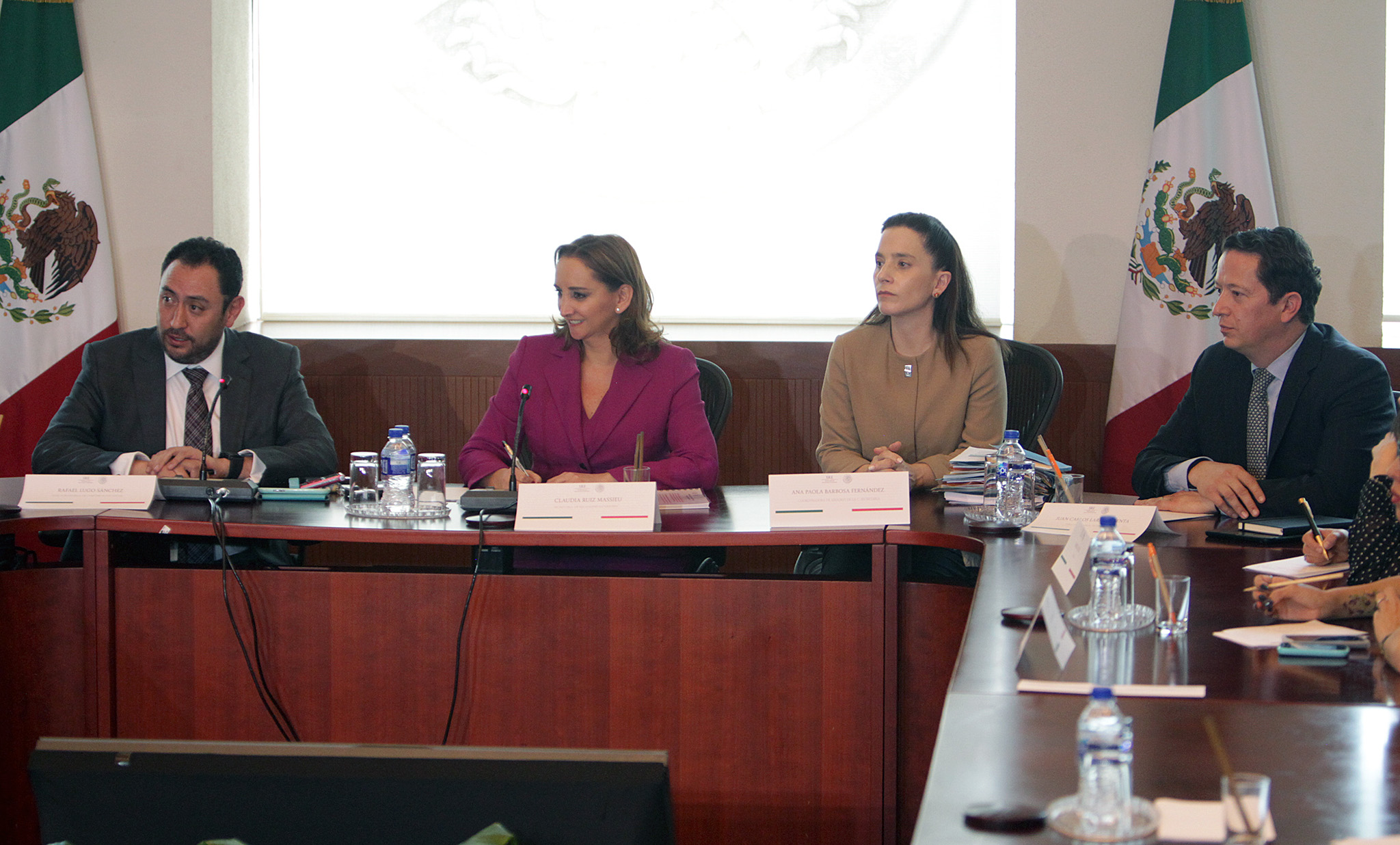 FOTO 3 Rafael Lugo  Canciller Claudia Ruiz Massieu  Ana Paola Barbosa y Juan Carlos Lara.jpg