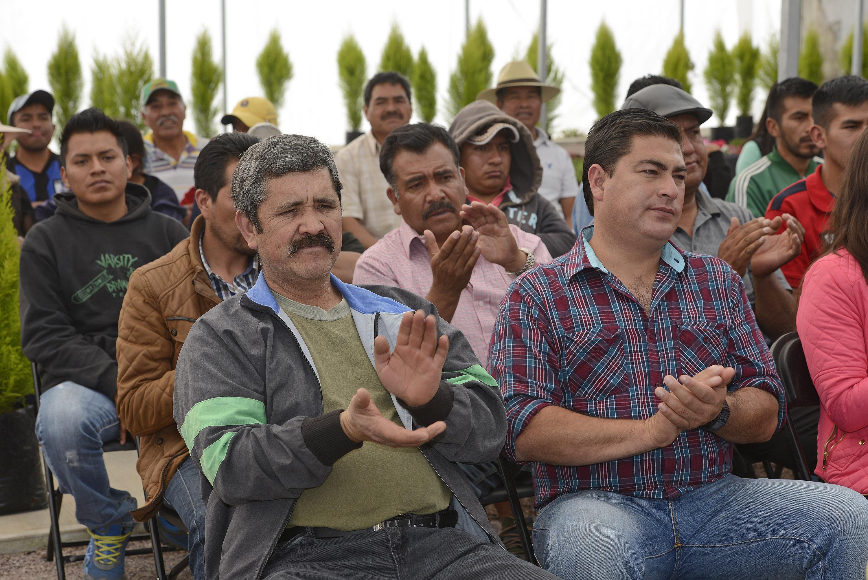 FOTO 2 Comprometida Sedesol a mejorar la calidad de vida de 9.2 millones de jornaleros agr colas y sus familias.jpg