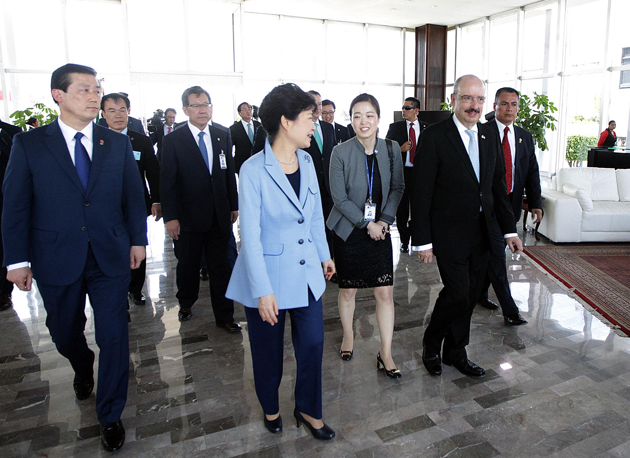 fOTO 4 Arribo de la Presidenta de la Rep blica de Corea  Excma Sra Park Geun hyejpg