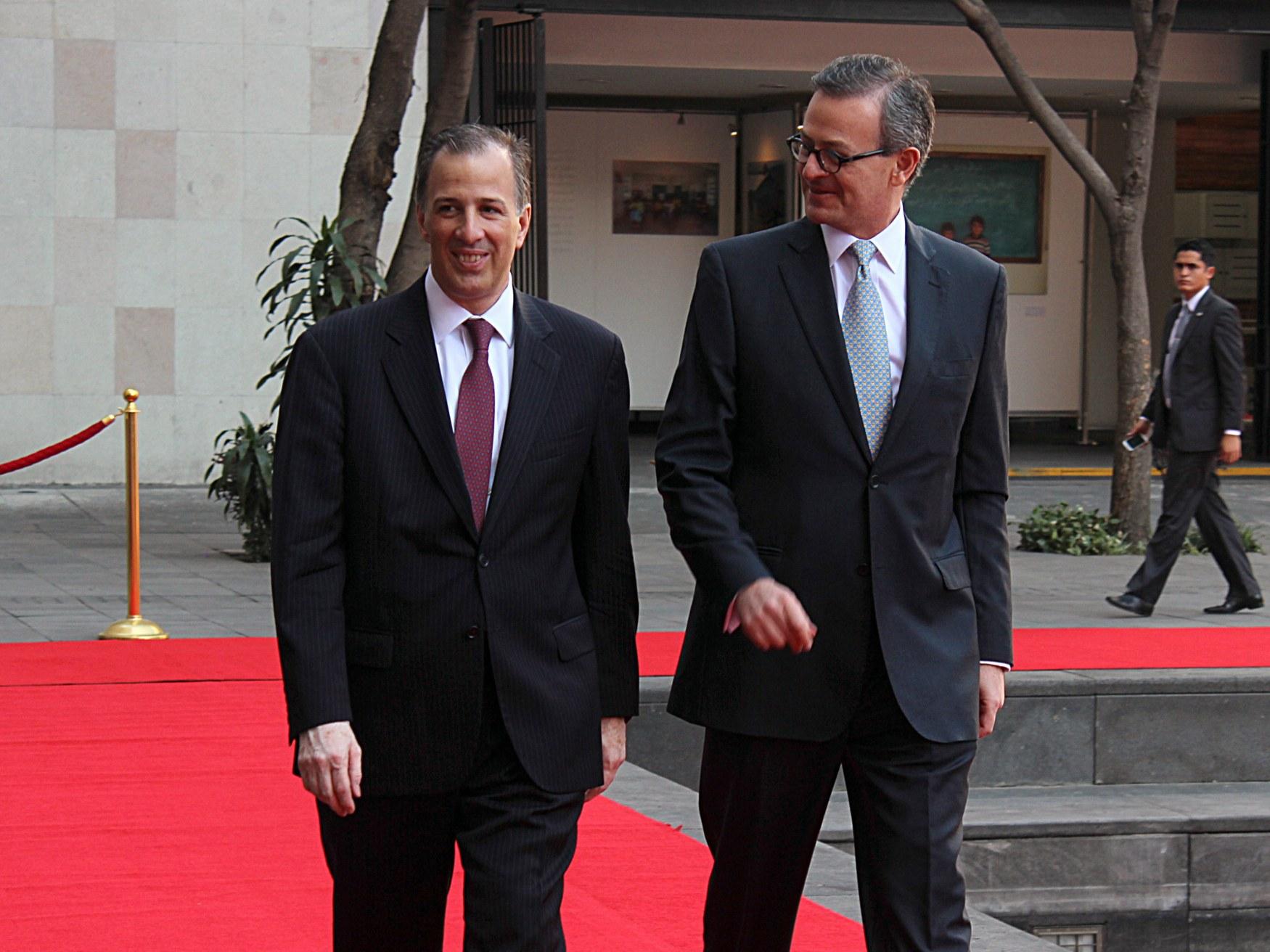 FOTO 1 El canciller Jos  Antonio Meade con el ministro de Relaciones Exteriores de Costa Rica  Manuel Gonz lez Sanzjpg
