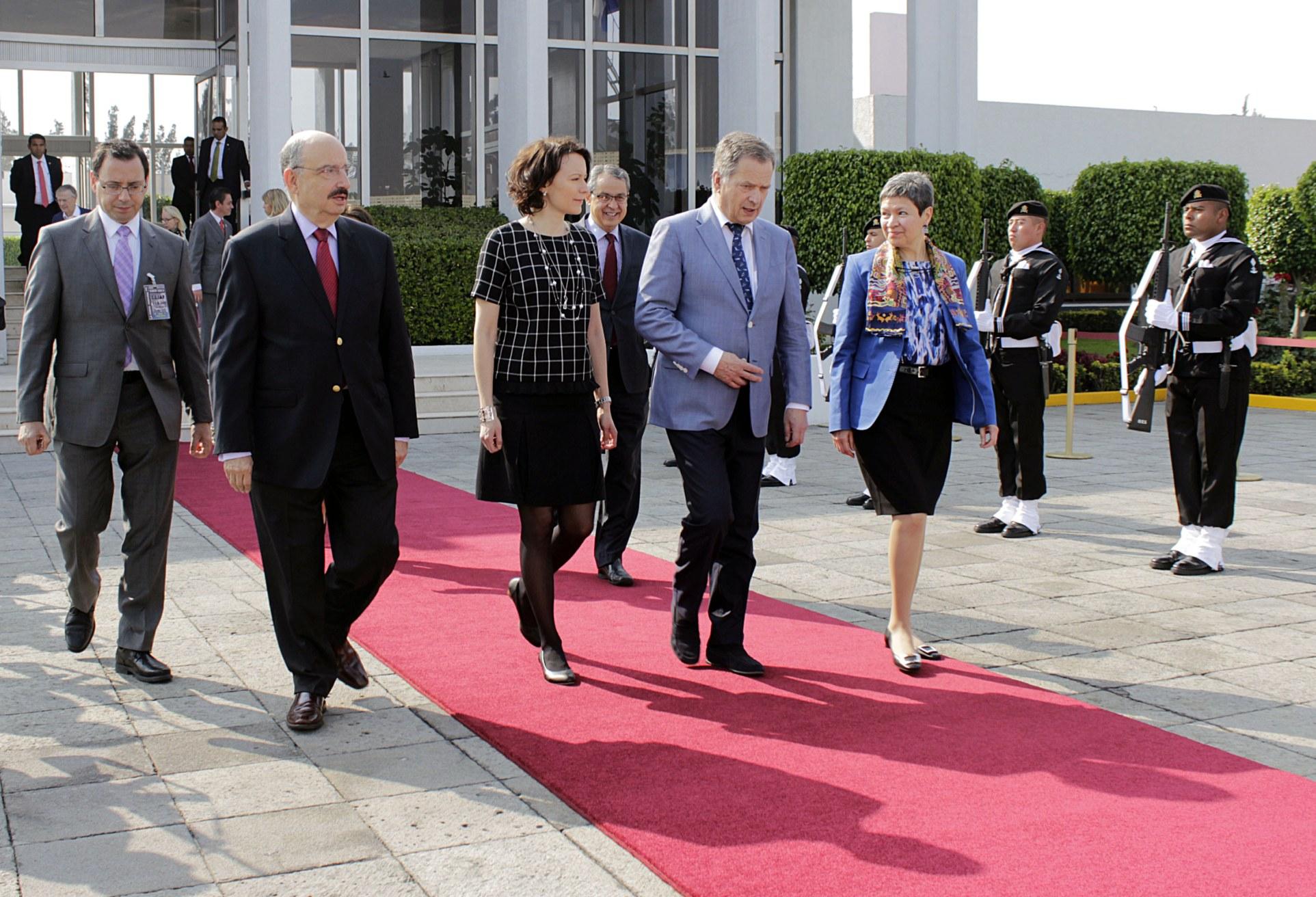 FOTO 1 Despedida presidente de Finlandia  Sauli Niinist jpg