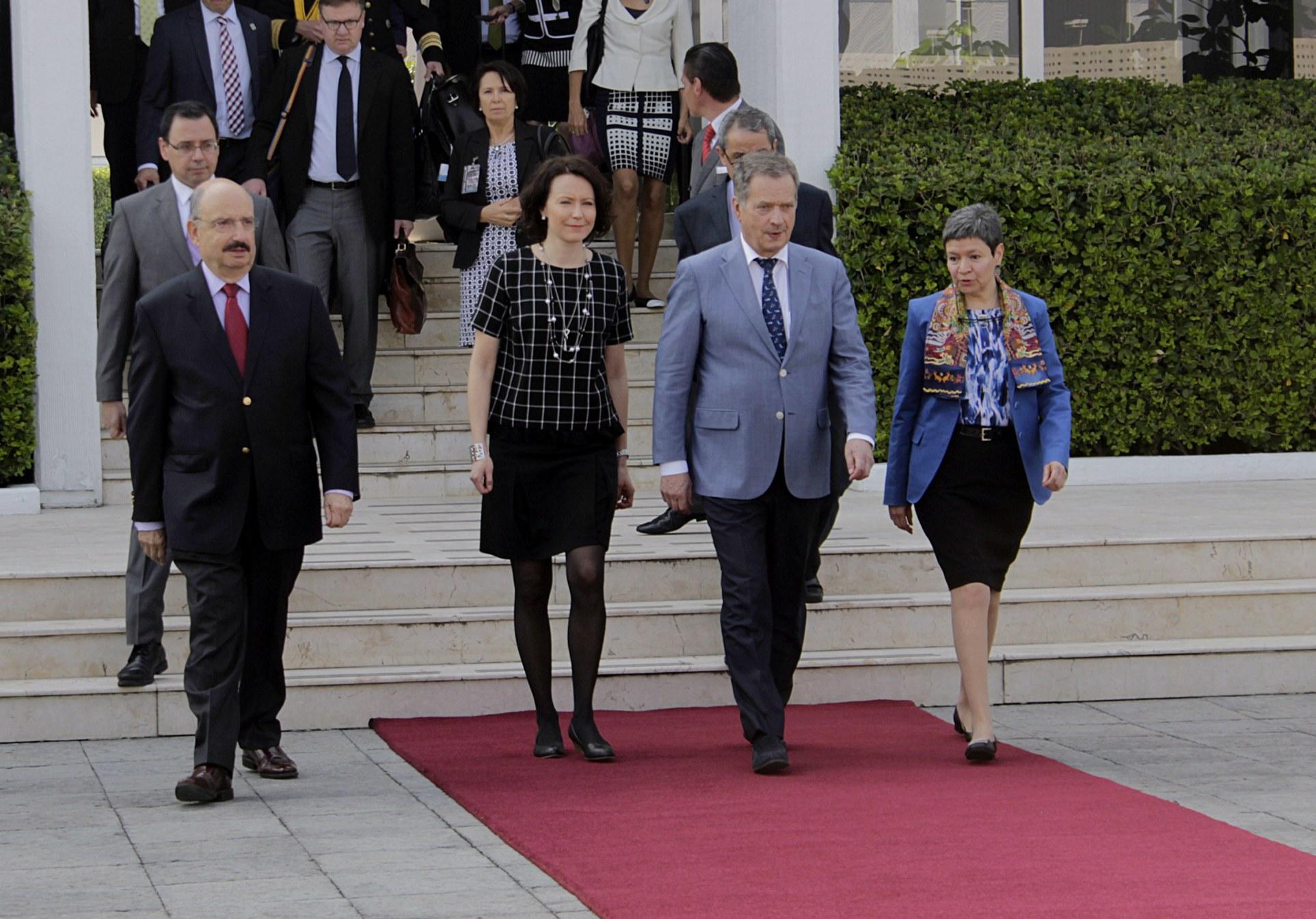 FOTO 2 Despedida presidente de Finlandia  Sauli Niinist jpg
