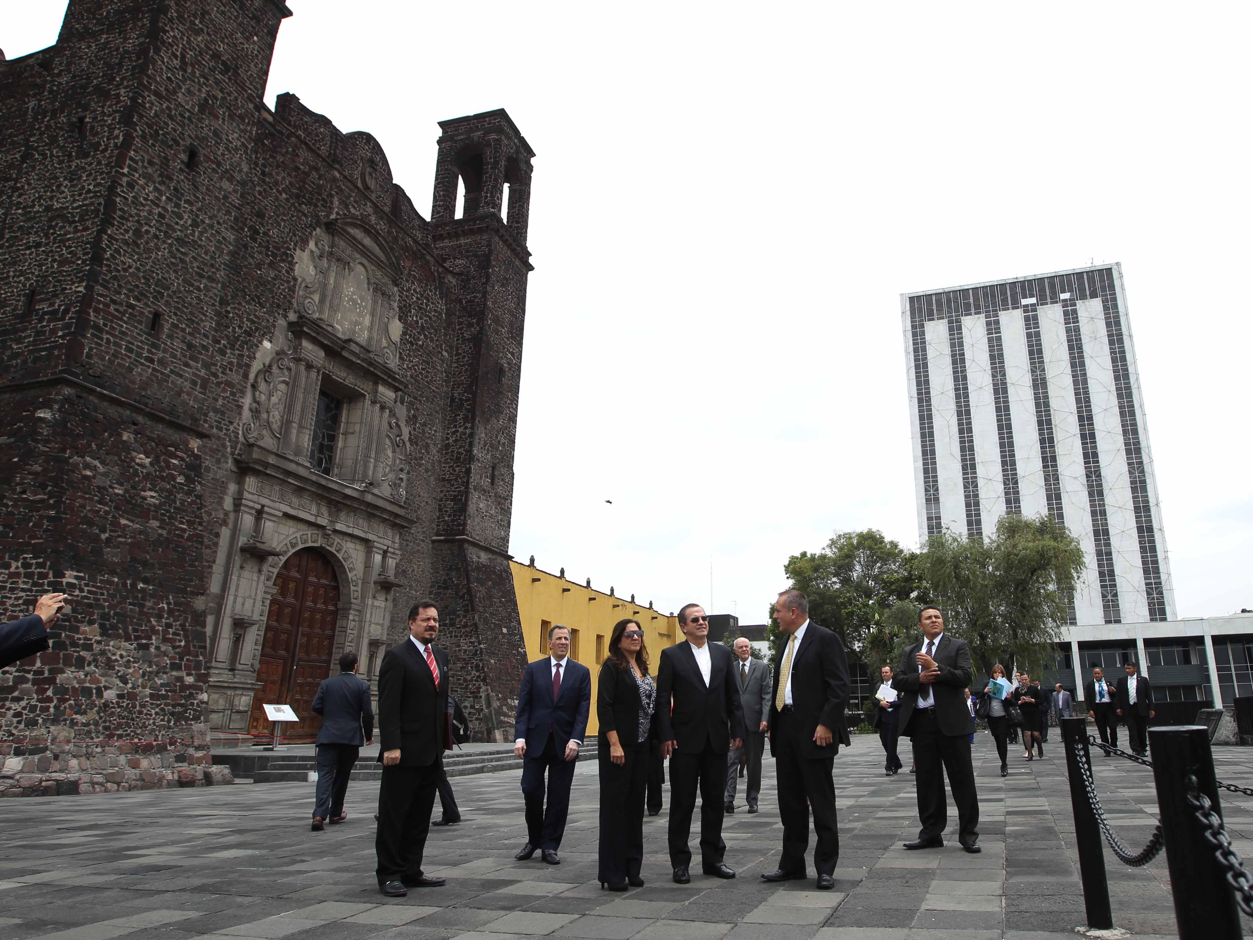 FOTO 3 Canciller Jos  Antonio Meade y su hom logo de Ecuador  Ricardo Pati o Aroca  jpg