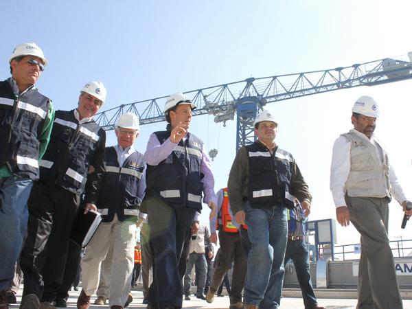 El Doctor David Korenfeld y su equipo técnico recorren el Túnel Emisor Oriente y la Planta de Bombeo El Caracol.