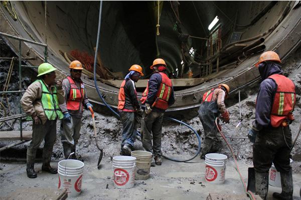 El Doctor David Korenfeld exhortó a su equipo y a los técnicos del Distrito Federal y del Estado de México a coordinarse adecuada y eficientemente para concluir el Túnel Emisor Oriente.