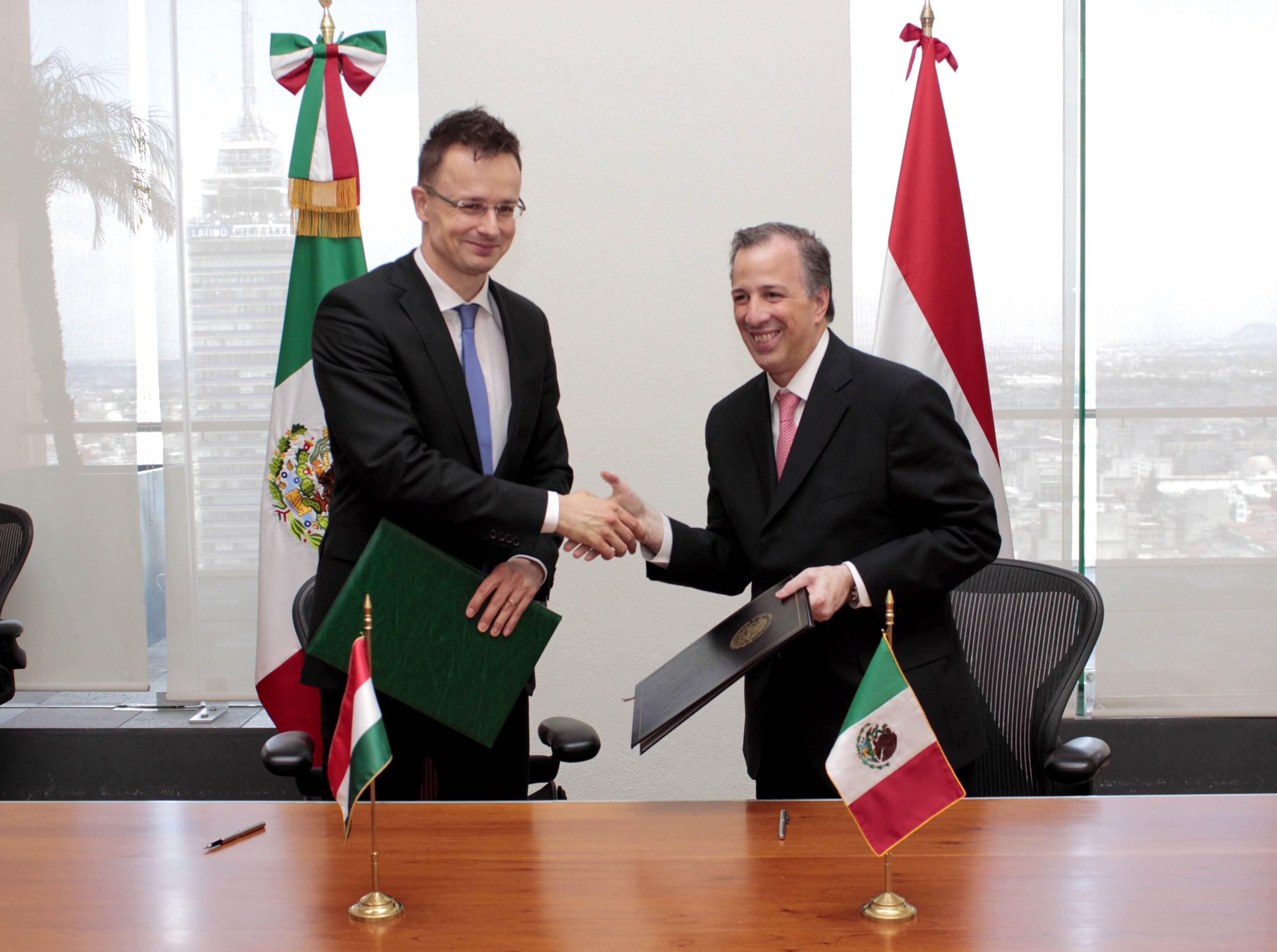 FOTO 3 Canciller Jos  Antonio Meade con el ministro de Relaciones Exteriores y Comercio de Hungr a  P ter Szijj rt jpg