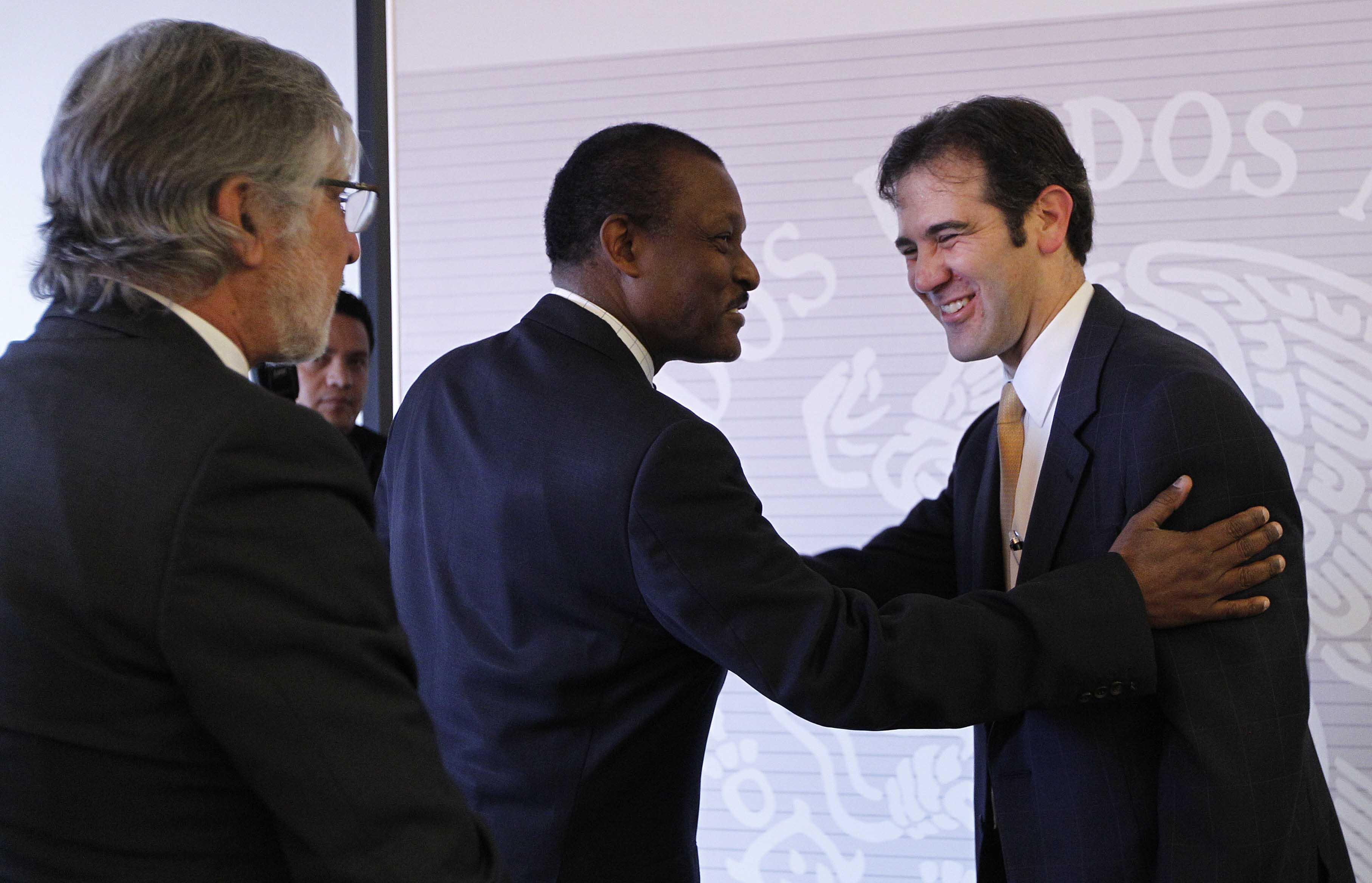 FOTO 3 Consejero presidente del INE  Lorenzo C rdova  se reuni  con el cuerpo diplom ticojpg
