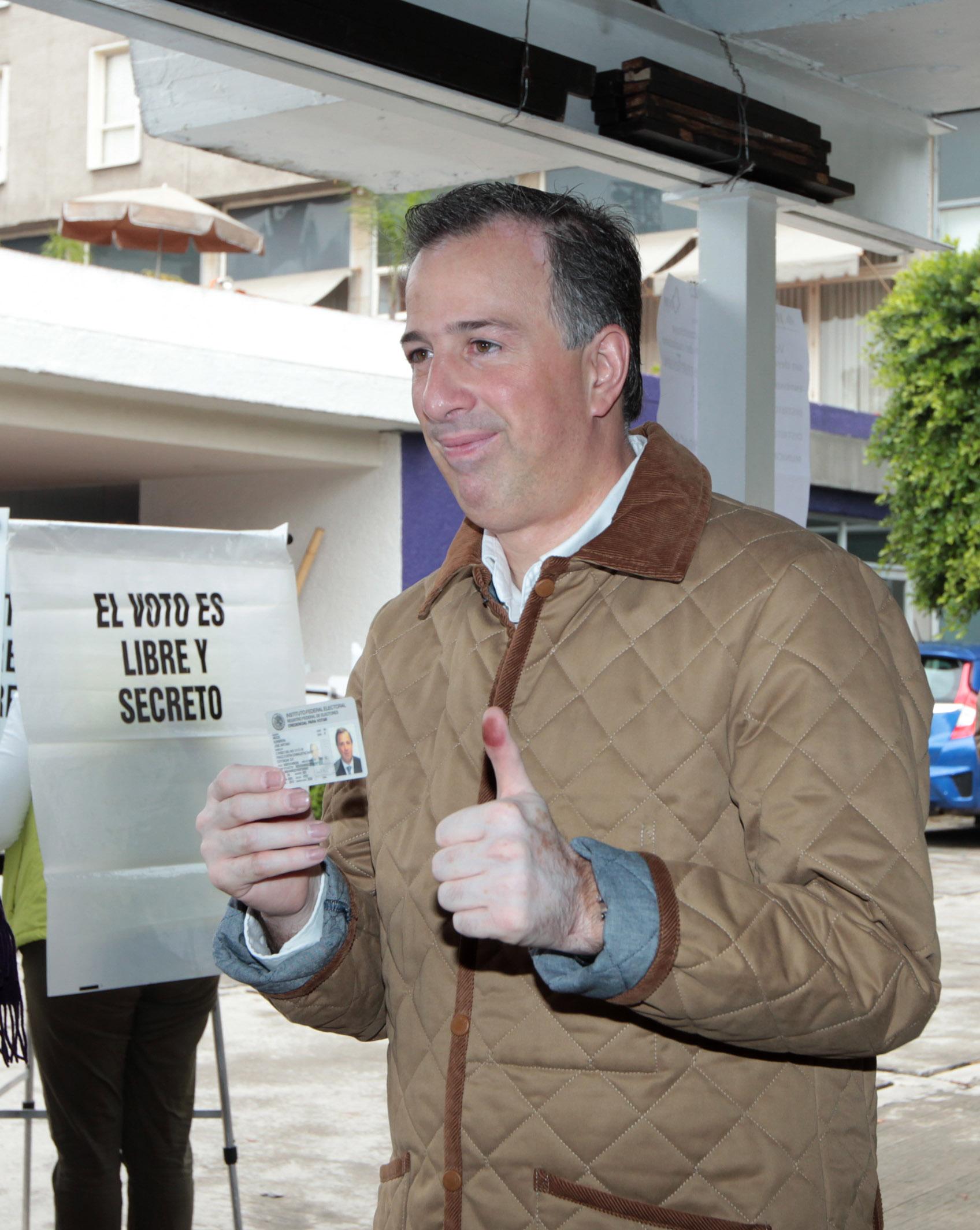 FOTO 4 Canciller Jos  Antonio M ade acudi  a votar este 7 de juniojpg