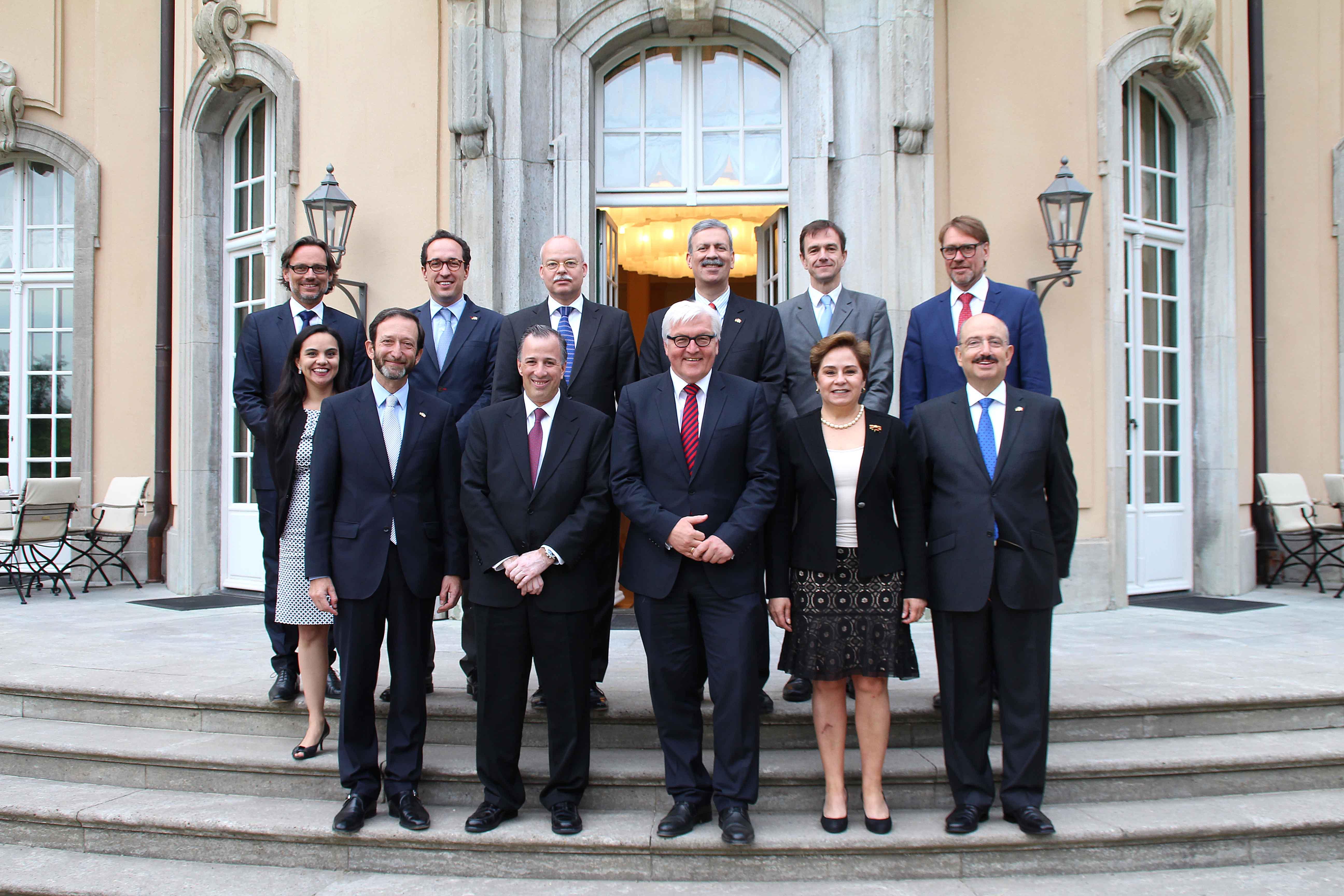 FOTO 2 El canciller Jos  Meade y el ministro federal de Asuntos Exteriores  Frank Walter Steinmeier encabezan la Comisi n Binacionaljpg