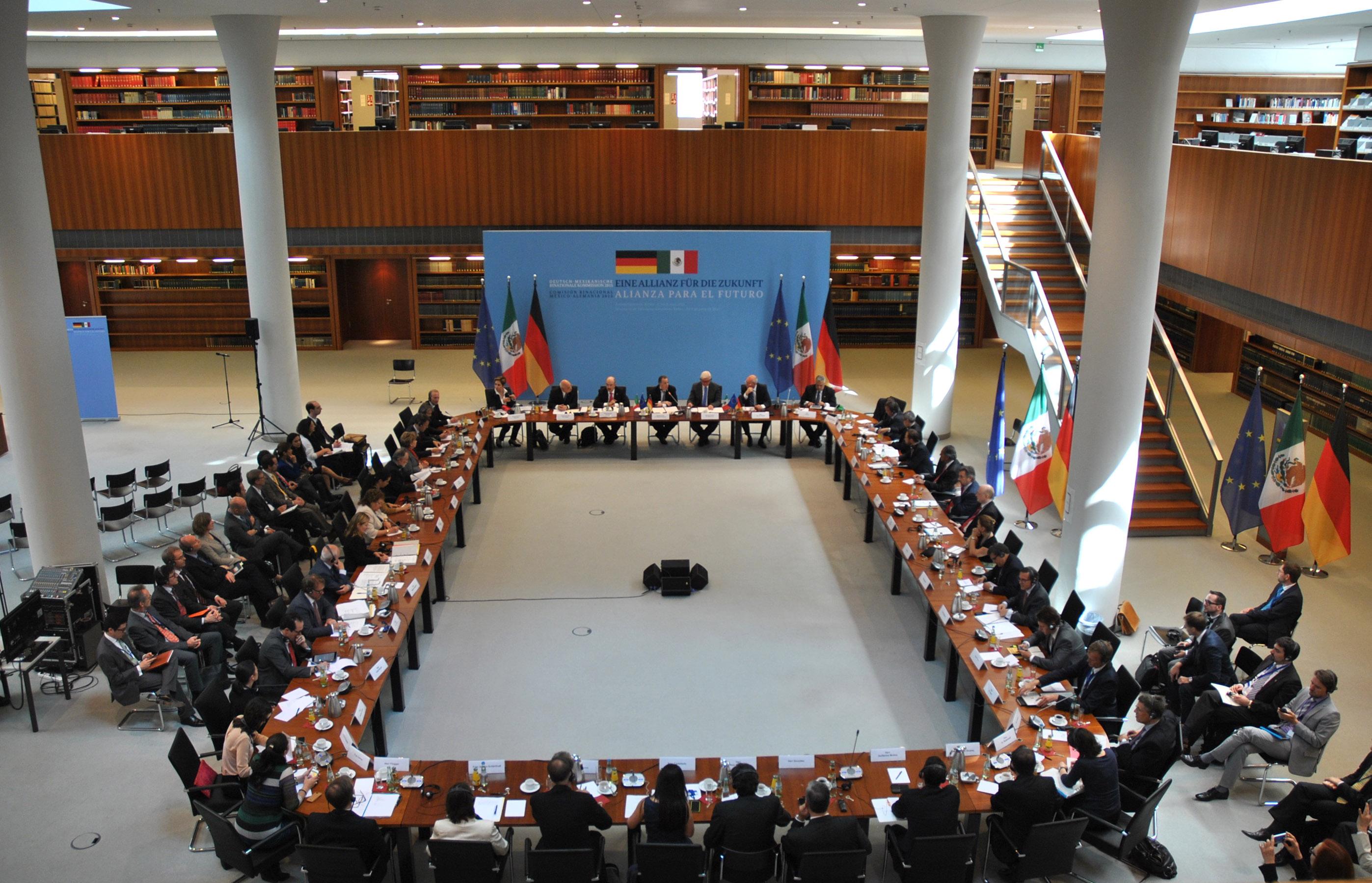 FOTO 1 Mesa de trabajo en el marco de la instauraci n de la Comisi n Binacional M xico Alemaniajpg